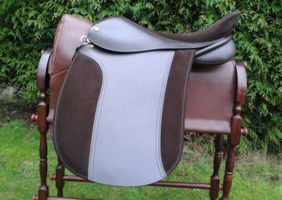 Classique WH Suede Seat And Pad